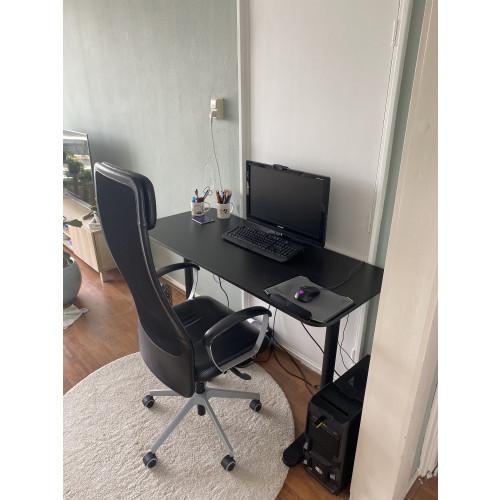 Ikea bureau + Ikea stoel afbeelding