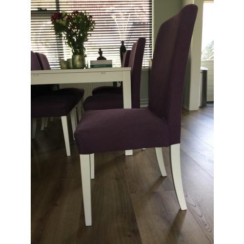 6 donkerpaarse stoelen afbeelding