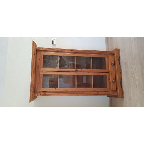 Mooie vitrine/boekenkast afbeelding