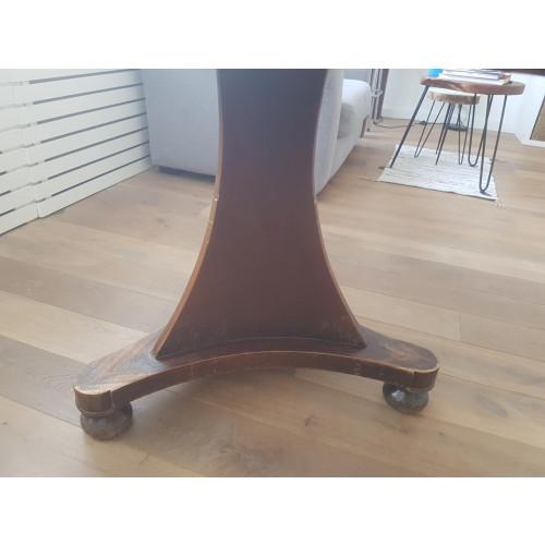Mooie ronde houten tafel afbeelding 3
