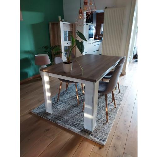 Eettafel met 4 stoelen en salontafel afbeelding