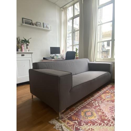 Donker grijze Nederlandse design bank afbeelding 3