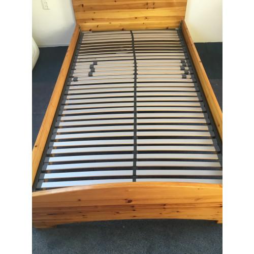 Bed (twijfelaar)220 lang 120 breed afbeelding