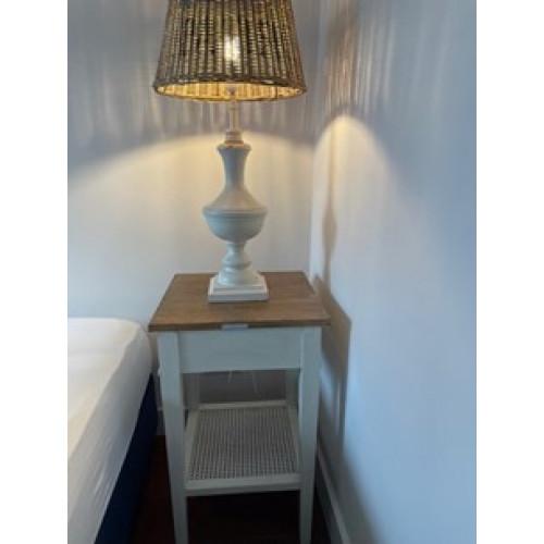 Riviera Maison hoge tafel met RM schemerlamp afbeelding