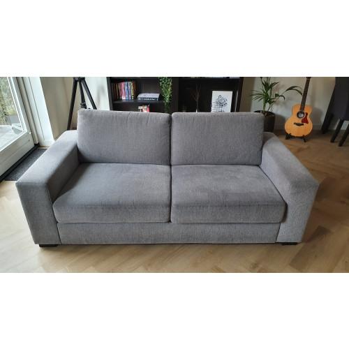 Grijze stoffen bank (2,5 zits - Classics Furniture) afbeelding
