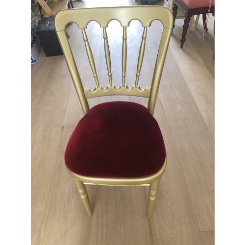 Gouden stoelen met rode zitting afbeelding