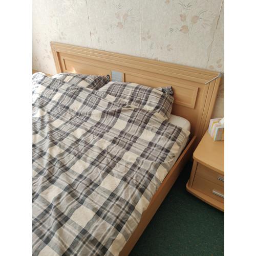 slaapkamerset bed, kast, spiegel met lades 2 kleine nachtkasten afbeelding