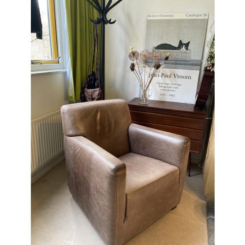 2 leren bruine fauteuils bijenkorf type Buster afbeelding