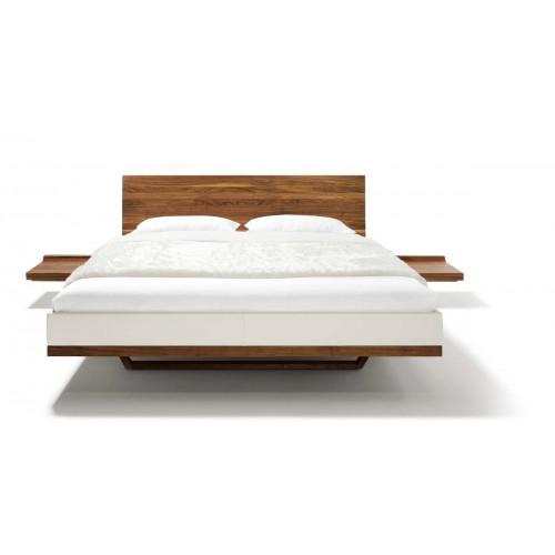 Notenhouten 2-persoons bed met Red Dot Design Award Riletto van Oostenrijks eco designmerk Team 7 afbeelding