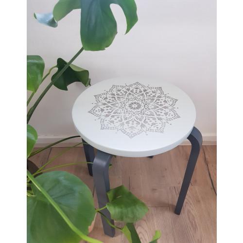 Mandala krukje / bijzettafeltje creatief uniek gemaakt afbeelding