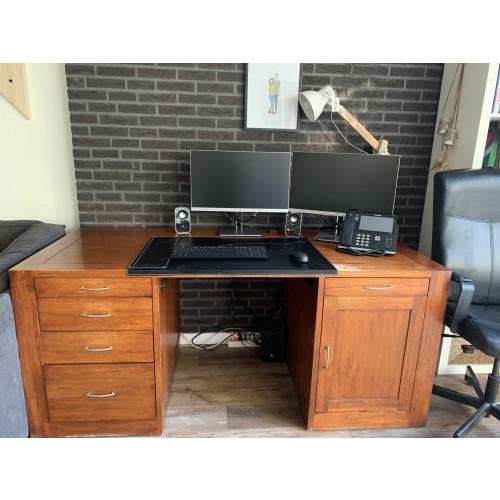 Mooi groot bureau te koop, vintage maar toch in prima staat afbeelding
