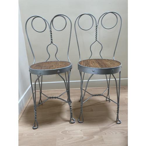 Designstoeltjes met gedraaid stalen details (2*) afbeelding