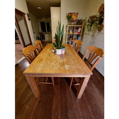 Wooden Table with extension and 6 chairs afbeelding