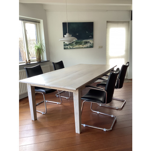 Grote hard houten tafel, 8 persoons, transparant wit afbeelding