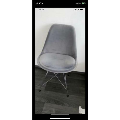 2 grijze velvet stoelen afbeelding