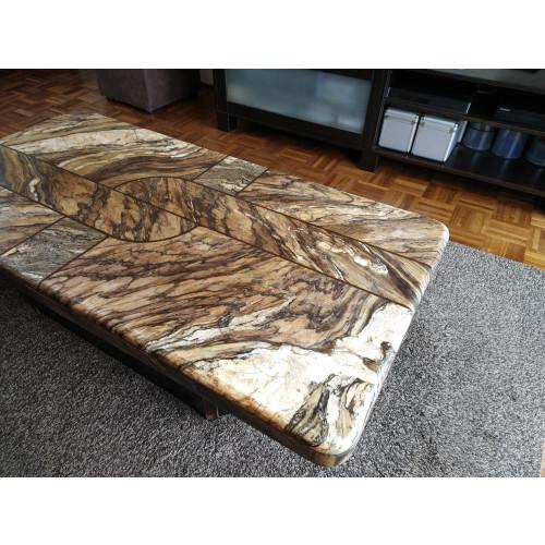Natuurstenentafel met houten onderstel afbeelding